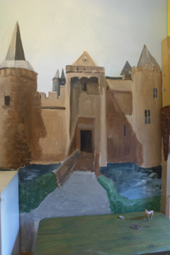 faux painting techniques: a castle on the wall